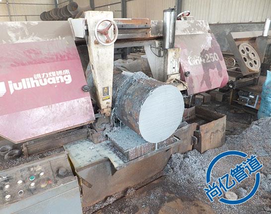 平焊法兰生产原材料切割
