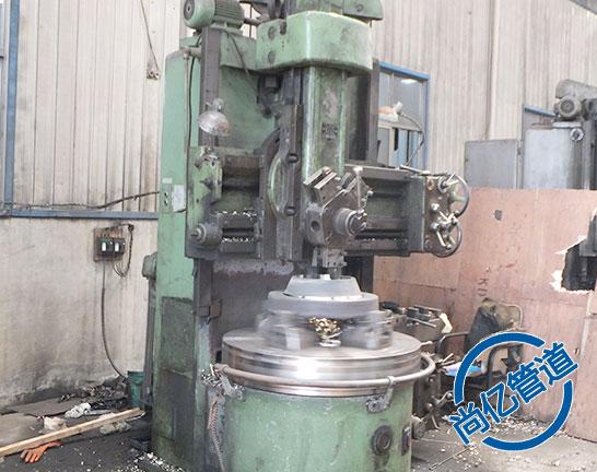 平焊法兰生产加工过程