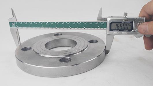 严格检验保证平焊法兰质量